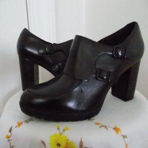 Clarks Artisan black leather shoes size 9M
